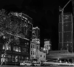 essex street overpass (pbo31) Tags: sanfrancisco california city urban night dark black april 2019 boury pbo31 nikon d810 lightstream traffic roadway motion blackandwhite monochrome overpass panorama large stitched panoramic folsomstreet rinconhill construction crane skyline