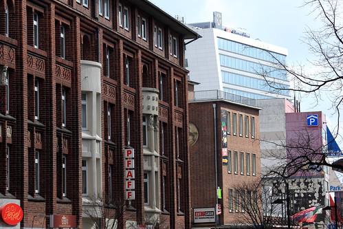 "Hafenstraße • <a style=""font-size:0.8em;"" href=""http://www.flickr.com/photos/69570948@N04/40692454793/"" target=""_blank"">Auf Flickr ansehen</a>"