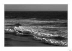 Tú, incansable reparador de estados (V- strom) Tags: blackwhite blancoynegro mar sea océanoatlántico oceanatlantico espuma agua water seafoam portugal playademira viaje travel recuerdos memories nikon nikon2470 nikond700 vstrom olas surf