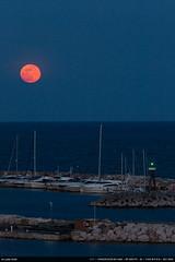 Lune d'avril (Ludtz) Tags: canon canoneos5dmkiii ef300|4lis 5dmkiii lelavandou provence mer méditerranée mediterraneansea moon ludtz lune fullmoon pleinelune luna sea blue bleu bluehour heurebleue