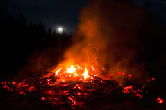 Osterfeuer (Mariandl48) Tags: osterfeuer mond sommersgut wenigzell austria