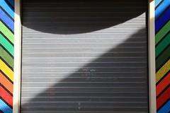 Ombres arc-en-ciel (Tonton Gilles) Tags: graphisme arcenciel couleurs ombres lignes courbes rideau de fer façade alençon normandie
