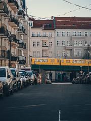 2019-04-21-163637 (Schmidtze) Tags: architektur berlin berlinpankow building fahrzeug farbe gebäude haus olympusem1markii olympusm12100mmf40 pankow schönhauserallee stadt strase ubahn wohnhaus deutschland