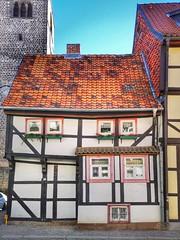 Little Backside (Mike Bonitz) Tags: deutschland germany sachsenanhalt saxonyanhalt quedlinburg stadt city architektur architecture haus house fachwerkhaus timberedhouse instagram huaweip20