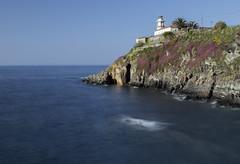 Faro Cudillero (Asturias) (U2iano) Tags: cudillero asturias asturies faro roballera mar agua españa spain cantabrico sea lighthouse