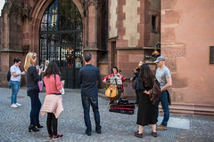 2019 Straßenmusikantinnen vor dem Dom (mercatormovens) Tags: frankfurt altstadt frankfurtammain neuealtstadtfrankfurt gebäude häuser
