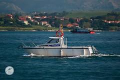 DSC05692 (Jesús Hermosa) Tags: 75300mm agua bahia barco bay cantabria españa gente mar people santander sea ship sonya200 sonyalpha spain water