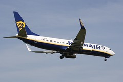 EI-FIK (IndiaEcho) Tags: eifik ryanair boeing 737800 london gatwick egkk lgw airport airfield crawley west sussex england canon eos 1000d civil aircraft aeroplaneaviation airliner approach landing sky 08