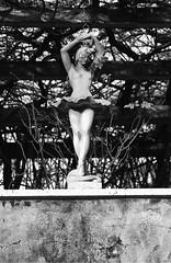 (edoardo.battistini87) Tags: statue monochrome black white plants dancer