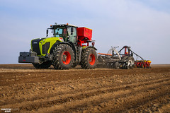 Precision Strip-till Planting Corn | CLAAS // SLYagri // Väderstad (martin_king.photo) Tags: powerfull martin king photo machines strong agricultural great czechrepublic welovefarming agriculturalmachinery farm workday working modernagriculture landwirtschaft martinkingphoto machine machinery field huge big sky agriculture tschechische republik power dynastyphotography lukaskralphotocz day fans work place blue green lights tractor clouds works red tyres colours nice awesome rawpower spring springwork2019 season2019 landwirt landtechnik yellow feld effcielntly efficience claas claasxerion xerion 5000 xerion5000 väderstad sly slyagri striptill planter tempo väderstadtempov corn