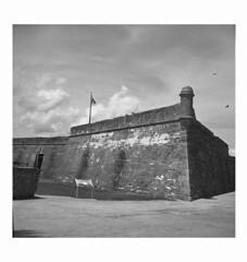 Castillo de San Marcos (Sergei Prischep) Tags: voigtländersuperb1934 f35 skopar fuji neopan acros100 d76 6x6 film 120