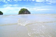 Waves hug! (Rekha Prasad) Tags: krabi aonang beach nature waves island landscape travel travelphotography nikon d3300