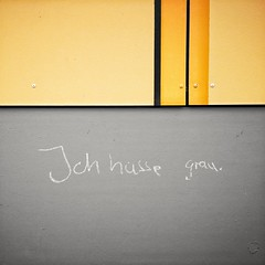 I Hate Grey (Mike Bonitz) Tags: deutschland germany sachsenanhalt saxonyanhalt quedlinburg graffito grau grey instagram huaweip20