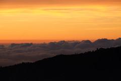 Sun is coming (Gargaël) Tags: indonésie java bromo 2018 crépuscule lever soleil orange ciel nuage