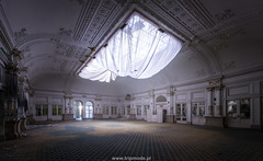 Grand Hotel Paragon (trip_mode) Tags: 1900 abandonedplace grandhotel luxury hotel paragon italien italy abandoned abandonedplaces urbex urbanexploring lost decay beautyofdecay room ceiling architecture exploration exploring ballroom window