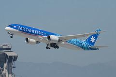 "Air Tahiti Nui 787-900 Dreamliner ""TUPAIA"" (F-ONUI) LAX Takeoff 1 (hsckcwong) Tags: airtahitinui 787900 7879 787 dreamliner fonui tupaia lax klax"
