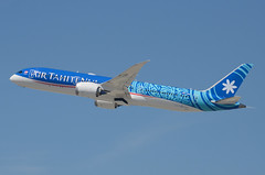 "Air Tahiti Nui 787-900 Dreamliner ""TUPAIA"" (F-ONUI) LAX Takeoff 4 (hsckcwong) Tags: airtahitinui 787900 7879 787 dreamliner fonui tupaia lax klax"