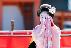 Traditional Dance (walkkyoto) Tags: 平安神宮 heianjingu 奉納舞 honomai 舞妓 maiko 芸妓 geiko 京都 kyoto 日本 japan ef200mmf28lusm