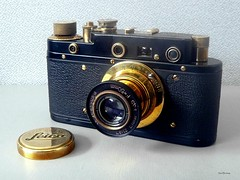 Leica_schwarz-gold_1_tx_P1160679 (said.bustany) Tags: bruchköbel hessen leica zorki kopie fälschung schwarz gold kamera camera kleinbild