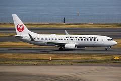 Japan Airlines Boeing 737-846 JA336J (Mark Harris photography) Tags: spotting plane haneda japan boeing 737 jal