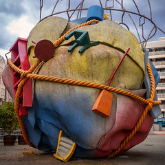 Houseball (Jutta Achrainer) Tags: achrainerjutta berlin fe24105mmf4goss sonyalpha7riii houseball kunst skulptur