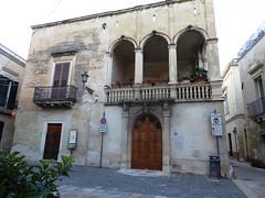 Lecce (Apulia-Italia). Edificio en la Placita del Arco di Prato (santi abella) Tags: lecce apulia puglia italia