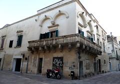 Lecce (Apulia-Italia).  Edificio en Via Leonardo Prato (santi abella) Tags: lecce apulia puglia italia