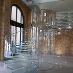 Escalier de verre qui tourne