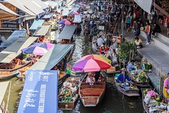 Floating Markets (Rudi und Ellen) Tags: 2018 damnoensaduak floatingmarkets schwimmendemärkte thailand touristen tourists water wasser busy boat