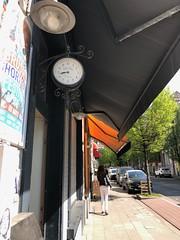 Can't miss this clock (seikinsou) Tags: brussels belgium bruxelles belgique spring clock street edinburgh
