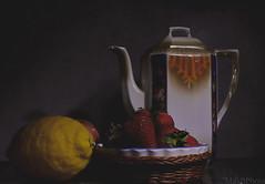 fragole (m.borri) Tags: stilllife classic still life ligthpainting fragole limone mela fiori porcellana strawberries flowers apple lemon canon eos 200d sigma 1750 natura morta saariysqualitypictures