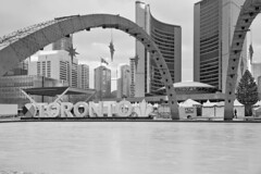 Toronto 2018_426 (c a r a p i e s) Tags: carapies cityscapes 2018 canada ontario toronto cityhall fotografiaurbana architecture arquitectura bw blackwhite blancoynegro nikondf urbanphotography urban urbanidad urbvanidad urbvanity urbanphoto streetphoto streetlife
