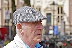 Portret van een Hagenees (Roel Wijnants) Tags: roelwijnants roelwijnantsfotografie 2019 absoluteleythehague hofstijl wandelvondst wandelen fietsen denhaag thehague leesdegebruiksvoorwaarden cityilove cityfolk pet henk visser
