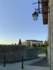 (Paolo Cozzarizza) Tags: italia friuliveneziagiulia pordenone spilimbergo alba cielo scorcio strada castello muro alberi
