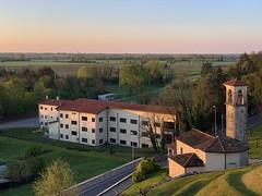 (Paolo Cozzarizza) Tags: italia friuliveneziagiulia pordenone spilimbergo alba cielo panorama chiesa erba alberi strada