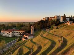 (Paolo Cozzarizza) Tags: italia friuliveneziagiulia pordenone spilimbergo alba cielo panorama chiesa castello erba alberi