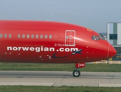 "Norwegian                                     Boeing 787 ""Dreamliner""                                           G-CKOG (Flame1958) Tags: norwegian norwegianb787 boeing787 b787 boeing 787 boeingdreamliner lgw gatwick londongatwick gatwickairport 270319 0319 2019 1789"