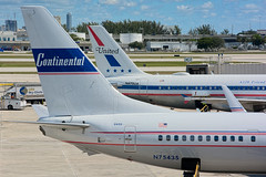 26783 • Dual Retros (N75435 & N475UA) (Visual Approach Graphics & Imaging) Tags: fortlauderdale fll kfll unitedairlines ua ual continentalairlines retro n475ua n75435 737900 737924 a320 a320232 cal co