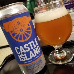 Festbier (Pak T) Tags: märzen castleislandbrewing norwood massachusetts bottle glass alcohol beerporn beverage drink samsunggalaxys5 tmobile untappd