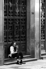 9564 2 (*Ολύμπιος*) Tags: sãopaulo street streetphotography streetlife streetphoto rua cidade city città cittè ciudad ciutat centro centrodowntown centrohistórico fotoderua foto gente girl garota giovanni girls garotas people persone persons pessoas pb pretoebranco bw biancoenero bn blackandwhite noiretblanc blackwhite