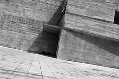 9766 (*Ολύμπιος*) Tags: sãopaulo street streetphotography streetlife streetphoto rua cidade city città cittè ciudad ciutat centro centrodowntown centrohistórico fotoderua foto gente girl garota giovanni girls garotas people persone persons pessoas pb pretoebranco bw biancoenero bn blackandwhite noiretblanc blackwhite