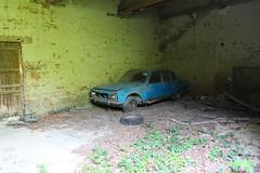 Peugeot 504 1 (Raphael Drake) Tags: abandonne abandoned urbex rurex decay decayed maison house grange barn peugeot 504 car wreck voiture epave