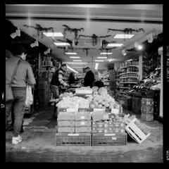 Stadt (tiltdesign2016) Tags: yashicamat124g analogphotography mittelformat bw ilfordfp4plus ilfordilfosol319 canoncanoscan9000f köln kalk stadt street strase