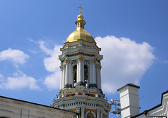 The Great Lavra Bell Tower at the Museum of History of Kiev-Pechersk Lavra. (B℮n) Tags: келіїспіваківмитрополичогохоруупцмп keliyispivakivmytropolychohokhoruuptsmp uspensʹkyysobor успенськийсобор київ kyiv kiev ukraine киев kiëv oekraïne dnjepr dnipro hidropark viewpoint historical treasures river green park bridge rusanivskastrait dnieper eternalglorypark brovary road highway traffic cars 50faves topf50 maidan euromaidan orange revolution independence square europe centre history viktor janoekovytsj україна saint vladimir monument saintvladimirmonument памятникволодимирувеликому national landmark tserkvamykolychudotvortsya церквамиколичудотворця churchofstcatherine muzeynaukma києвопечерськалавра unesco kievpetsjersklavra world heritage site троїцька надбрамна церква троїцьканадбрамнацерква gate church gatechurchofthetrinity museum kievpechersk lavra great bell tower великалаврськадзвіниця
