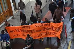 Des travailleurs qui veulent avoir les droits de tous les locataires (Jeanne Menjoulet) Tags: manif demo demonstration manifestation travailleurs étrangers résidence locataires droits paris ménilmontant ruejulienlacroix africains émigrés