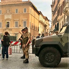 Piazza di Spagna - Men in Uniform (FotoFling Scotland) Tags: army flickr piazzadispagna rome uniform