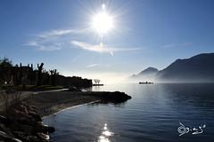 La Magia...nei Tuoi occhi. (Biagio ( Ricordi )) Tags: lago lake italy garda acqua nuvole sole fog nebbia riflessi love