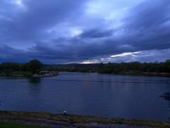 Stürmischer Abend an der Donau (johannroehrle) Tags: sturm regensburg river rzeka deutschland donau danube donarea dunaj kreuzhof krajobraz aussicht ausblick landscape landschaft wolken wasser water clouds chmury