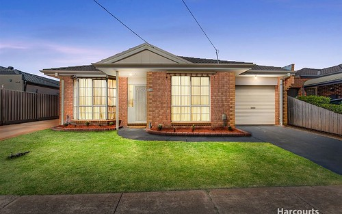 1/30 Highlands Av, Airport West VIC 3042