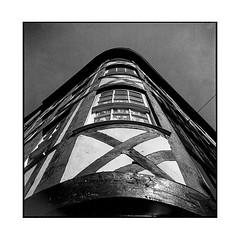 corner • rouen, normandy • 2018 (lem's) Tags: corner coin street rue maison jouse wooden pan de bois colombage fenetre window roeun normandy normandie rolleiflex t